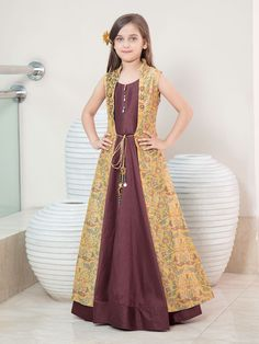 Designer Gowns for Girls. Buy online children's gowns dresses & frocks at best price for 1 to 16 years girls. Shop girls designer gowns for Wedding, Birthday, Party & Festival wear. Gowns For Girls, Frocks For Girls, Dresses Kids Girl, Baby Dresses, Summer Dresses, Baby Frocks Designs, Kids Frocks Design, Kids Party Wear Dresses, Kids Blouse Designs