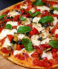Red Pepper and Eggplant Pizza - I'm drooling over this!