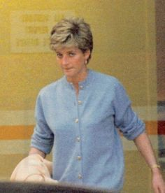 October Princess Diana, in a pale blue cardigan (worn as a sweater) with gold buttons. Princess Diana visits a Harley Street clinic. Princess Diana Family, Real Princess, Princess Of Wales, Princess Videos, Princesa Diana, Fan Image, Lady Diana Spencer, Queen Of Hearts, Queen Elizabeth