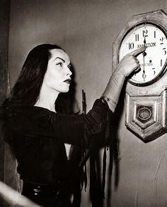 Las damas más oscuras del cine y la televisión de todos los tiempos: 1ª Parte: Vampira - Maila Nurmi - Entre el Caos y el Orden