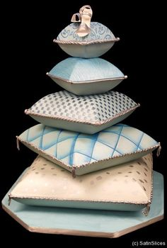www.cakecoachonline.com - sharing...Cushion/Pillow Cake - For all your cake decorating supplies, please visit craftcompany.co.uk