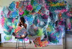 Cristal Wagner, originaire de Baltimore dans le Maryland, a commencé comme graveur, mais peu à peu, au fil du temps elle a pris un chemin plus conceptuel et ses installations à grande échelle illustre bien son univers loufoque et bariolé.  En utilisant des morceaux de papier coloré, des tissus et autres matériaux, elle crée de véritables mondes fantastiques. Elle puise une partie de son inspiration dans la grande beauté des parcs nationaux américains.