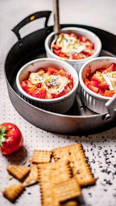 Die Erdbeeren-Saison hat begonnen und wir zaubern ein leckeres Dessert, welches an keiner Sommer-Party fehlen darf! #käse #cheese #foodinspiration #inspiration #rezept #recipe #erdbeere #erdbeeren #saisonal #frisch #früchte