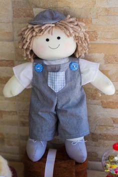 Boneco Rafa, confeccionado em algodão e tricoline, cabelos de lã e enchimento em fibra siliconada.  Muita fofura distribuida em 40 centímetros.