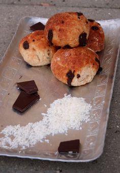 Speltboller med kokos og mørk chokolade