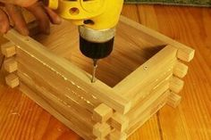 FREE bird house plans to make a LOG-CABIN shaped nesting box. COMPLETE instructions to create a wooden bird box for bluebirds, wrens . Wooden Bird Houses, Bird Houses Painted, Bird Houses Diy, Wooden Boxes, Bird House Plans Free, Bird House Kits, Wooden Box Designs, Homemade Bird Houses, Cabin Style Homes