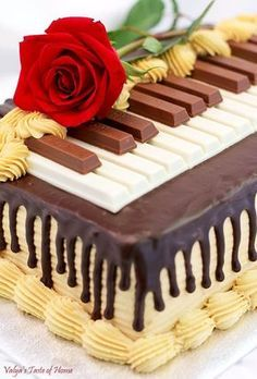 Chocolate Meringue Cake Recipe (Piano Version) – Valya's Taste of Home - Creative Cake Decorating Ideen Piano Cakes, Music Cakes, Food Cakes, Cupcake Cakes, Creative Cake Decorating, Creative Cakes, Decorating Ideas, Chocolate Meringue Cake Recipe, Cake Chocolate