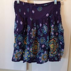 Adorable design high waisted skirt! Barely worn (I don't wear a lot of skirts and dresses) super comfy and stretches with pockets on sides 😍 if you want more pictures just ask! Other