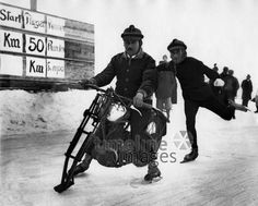 Eislaufen mit umgebautem Motorrad ullstein bild - ullstein bild/Timeline Images #1932 #Winter #Eis #Bayern #Bavaria #Skurril #Rennen #Race