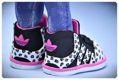 Fofucha deportiva con sudadera y zapatillas adidas funflyer