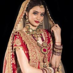 10 Perfect Bridal Makeup Trends For This. - - 10 Perfect Bridal Makeup Trends For This. Indian Bride Photography Poses, Indian Bride Poses, Indian Bridal Photos, Indian Wedding Bride, Wedding Couple Poses Photography, Bridal Photography, Bengali Wedding, Indian Weddings, Best Bridal Makeup