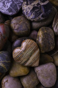 Heart Stone On River Rocks Photograph Mosaic Flower Pots, Mosaic Pots, Pebble Mosaic, Mosaic Garden, Pebble Art, Scenic Wallpaper, Stone Wallpaper, Heart In Nature, Heart Art
