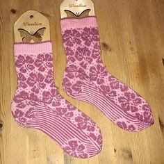 Ravelry: Fiol-sokker pattern by Varangerdesign :) Knit Socks, Knitting Socks, Knits, Ravelry, Classic, Pattern, Fashion, Projects, Derby