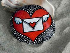80 romantic valentine painted rocks ideas diy for girl Heart Painting, Pebble Painting, Pebble Art, Stone Painting, Diy Painting, Rock Painting, Hand Painted Rocks, Painted Stones, Rock Design