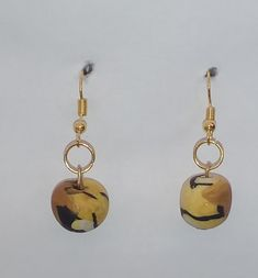 """#Ohrringe Tiger """"rund"""" #Ohrschmuck, #Schmuck  #Pendientes """"Tiger redondo"""", #joyas  #Earrings """"#Tiger round"""", #jewellery Jewelry Shop, Handmade Jewelry, Tiger, Drop Earrings, Art Gallery, Group, Shopping, Yellow, Awesome"""