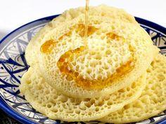 crêpes à milles trous légères WW, recette de savoureuses crêpes légères, moelleuses, rapides et faciles à réaliser pour le petit-déjeuner. Bon Dessert, Ww Desserts, Cornbread, Hummus, Brunch, Ice Cream, Ethnic Recipes, Food, Trends