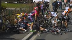 Chris Froome drops his wallet and riders scramble #FlecheWallonne #cycling #bike #ride #explore #exercise