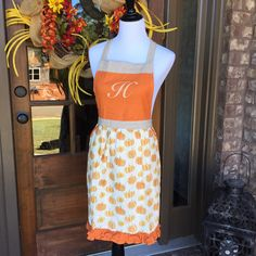 Monogrammed Fall Thanksgiving Apron by MayfairMonogram on Etsy https://www.etsy.com/listing/467066612/monogrammed-fall-apron-thanksgiving