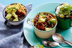 This Smoky Chipotle Chicken Chili feeds a crowd and is super easy to ...