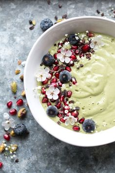 Food photography inspiration - Vegan pistachio milk green smoothie bowl for Heal's Healthy Desayunos, Good Healthy Recipes, Healthy Smoothies, Healthy Tilapia, Simple Smoothies, Healthy Drinks, Healthy Snacks, Smoothie Bowl, Green Smoothie Recipes