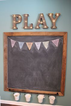 31 DIY Spielzimmer Dekor und Organisation DIY Playroom Ideas and Furniture - Playroom Chalkboard - Simple Game Room Storage, Furniture Ideas for Kids, Play Rugs and Activity Mats, Drawer, Toy Boxes an Cute Diy Room Decor, Playroom Decor, Kid Playroom, Playroom Design, Design Bedroom, Basement Play Area, Blue Playroom, Kids Playroom Ideas Toddlers, Children Playroom