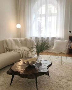 Welcome to Layered Interior - we deliver rugs and furniture globally. Home Interior Design, Interior Architecture, Decoration Design, House Rooms, Home Decor Accessories, Home And Living, Simple Living, Room Inspiration, Living Room Designs
