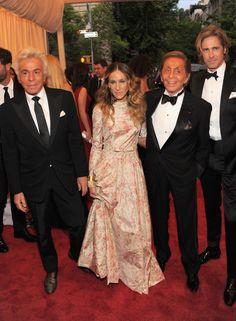 Giancarlo Giammetti, Sarah Jessica Parker in Valentino and Valentino Garavani  Met Gala 2012 (Getty)