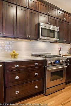 Trendy kitchen colors ideas with white cabinets dark counters Ideas - Kitchen backsplash with dark cabinets - Backsplash With Dark Cabinets, Dark Wood Cabinets, Dark Kitchen Cabinets, Kitchen Flooring, Kitchen Backsplash, Kitchen Countertops, White Cabinets, Backsplash Ideas, Dark Counters