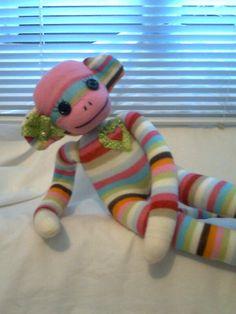 Linda Monkey de meia importada preenchida com fibra siliconada anti-alérgica. Ótima opção para presentear. pode ser dada como brinquedo ou para decorar. R$30,00