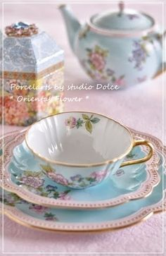 Shabby Chic Tea time anyone Vintage Dishes, Vintage China, Vintage Tea, Teapots And Cups, Teacups, China Tea Cups, Tea Service, My Cup Of Tea, China Patterns