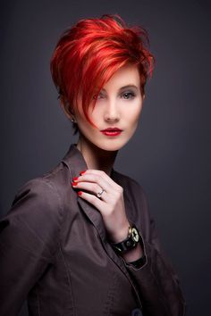 Hair Beauty - -Love the color Coupe courte Haire cut shorthairstylesforthickhair Latest Short Hairstyles, Short Hairstyles For Thick Hair, Haircut For Thick Hair, Funky Hairstyles, Short Hair Cuts For Women, Curly Hair Styles, Trendy Haircuts, Pixie Haircuts, Formal Hairstyles