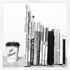 ・ ガイドブックのサイズ比較 ・ 右から ✔持ち歩き重視▷ことりっぷ系 ✔広く万遍なく▷地歩き ✔トレンド情報▷ムック本 ✔想いを馳せる▷雑誌の特集  私は雑誌が多いかな。 お風呂でガイドブック読む時間が好き♡  ネットで買える、最旬からデットストックまで ハワイのガイドブック記事更新しました✒ ・ リンクはトップページより  #hawaii #London #Paris #paradise #Thai #NYC #Taipei #Bari #guidebook #travel #world #abroad #black #white #minimal #simple  #ハワイ #ロンドン #パリ #楽園トラベラー #プーケット #ニューヨーク #台北 #バリ島 #ガイドブック #海外旅行 #地球の歩き方 #ララチッタ #arco #ことりっぷ