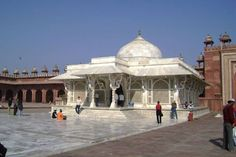 Book Taj Villa 3star hotel for visit famous places in AgraTaj Mahal, Agra Fort, Jama Masjid, Fatehpur Sikri, Itmad-ud-Daulah's Tomb, Akbar's Tomb, Moti Masjid, Sikandra Fort etc.