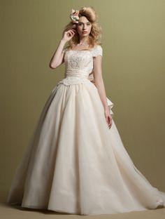 PRINCESS GARDEN_DESIGNERS_YI・ju http://www.princess-garden.net/dress/designers/yiju