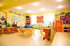 Bright-Yellow-Wall-Design-for-Kindergarten-Nursery-School-Decorating-Ideas.jpg 421×281 píxeles