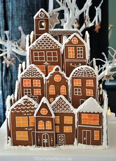 Gingerbread Village Wedding Cake - cake by Tortebella Gingerbread Village, Christmas Gingerbread House, Christmas Town, Christmas Treats, Christmas Baking, Christmas Holidays, Christmas Decorations, Christmas Wedding, Christmas Cards