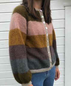 inspo for stripes - use a similar pattern Knit Cardigan Pattern, Sweater Knitting Patterns, Creative Knitting, How To Purl Knit, Vintage Sweaters, Bunt, Knitted Hats, Knitwear, Knit Crochet