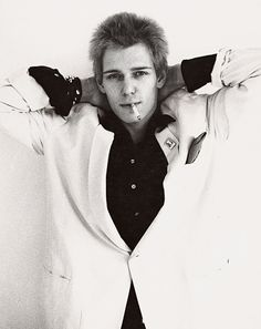 Paul Simonon, The Clash. The most good-looking punk in my opinion. And one of the greatest guitarists of all time.