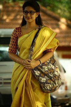 Beautiful Actress Sneha Stills In Yellow Saree - Actress Doodles Most Beautiful Indian Actress, Beautiful Actresses, Sneha Saree, Kalamkari Saree, Sneha Actress, Tamil Actress, Latest Silk Sarees, Simple Sarees, Casual Saree