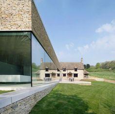 Private House est une maison de vacances située dans un coin pittoresque et isolé de l'Angleterre, les Costwolds. Conçue par le cabinet d'architecture lond