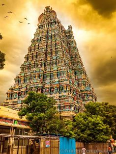 Meenakshi Amman Temple is a historic Tamil Hindu temple located on the southern bank of the Vaigai River in the temple city of Madurai, Tamil Nadu, India. Its a sight to behold in itself! Indian Temple Architecture, Indian Architecture, Madurai, Hampi, Hindu Temple, Temple City, South India, Image Hd, Incredible India