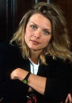 Michelle Pfeiffer - peeeerfect blonde color.