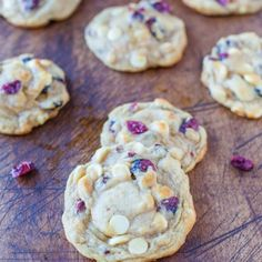 Cranberry and White Chocolate Chip Cookies. Cranberry Bliss Bar meets soft & chewy cookie, loaded with cranberries & white chocolate Yummy Cookies, Yummy Treats, Sweet Treats, Cookies Soft, Blue Cookies, Vanilla Cookies, Almond Cookies, Easter Cookies, Köstliche Desserts