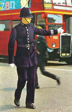 A 'C' Division PC in uniform directing traffic, the No. 24 bus runs from Hampstead Heath to Pimlico and traverses 'C' Division along Charing Cross Road. Wales, Old London, London City, Hampstead Heath, England And Scotland, English Countryside, London Calling, British History, British Isles