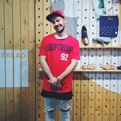 Get Looptroop and you will be as happy as this guy on the picture. Nasa, Guys, Retro, Happy, Mens Tops, T Shirt, Fashion, Supreme T Shirt, Moda