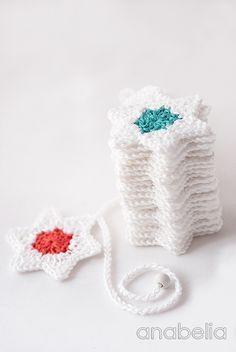 Crochet stars Christmas garland, free pattern by Anabelia**  ✿⊱╮Teresa Restegui http://www.pinterest.com/teretegui/✿⊱╮