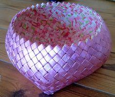 Charmian-delight.: CandyWrapper DIY : Flettet skål