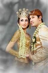 http://motekarsalon.blogspot.com/2010/10/pesona-busana-pengantin-sunda.html