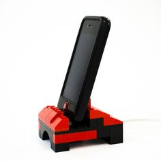 Each week DaddiLifeForce brings you inspiration curated from the community, to turn average time into quality dad moments quickly and easily. This week we're celebrating the power of lego. Lego has brought some… Iphone Ladegerät, Iphone Stand, Android Phone Cases, Tablet Phone, Smartphone, Phone Charger Holder, Cell Phone Holder, Ipod Touch, Construction Lego