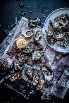 A post all about Oysters 6 Ways Greek Recipes, Light Recipes, Vegan Recipes, Chowder Recipes, Seafood Recipes, Food Styling, Chili, Seafood Party, Dark Food Photography
